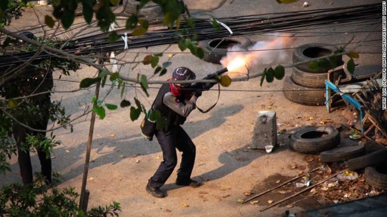म्यानमार नरसंहार : सुरक्षाफौज प्रदर्शनकारी मात्र होइन उनीहरूको छायालाई पनि गोली हानिरहेका छन्