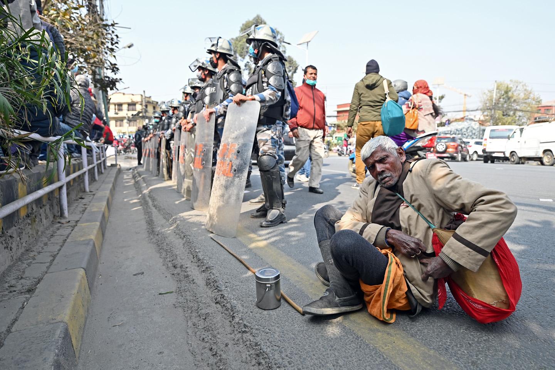 नेकपाको प्रचण्ड–नेपाल समूहले शुक्रबार काठमाडौंमा गरेको विरोध प्रदर्शनमा सहभागी हुन राजधानीबाहिरबाट आएका सहभागी । तस्वीर : शिलापत्र