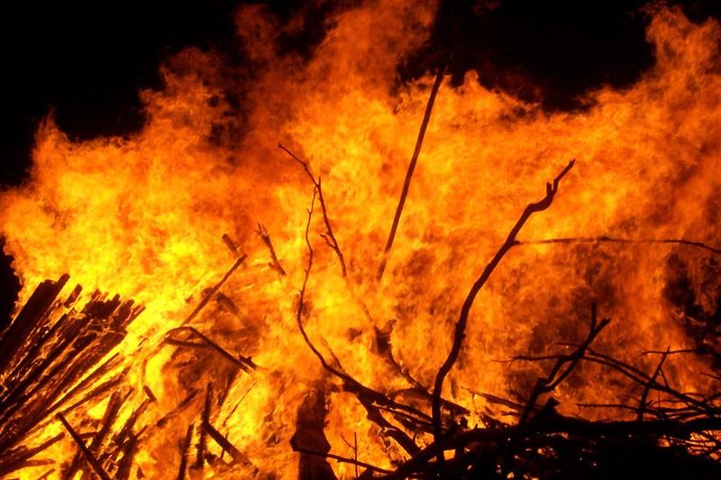 मध्य राति घर्तीको घरमा आगलागी, लाखौंको क्षति