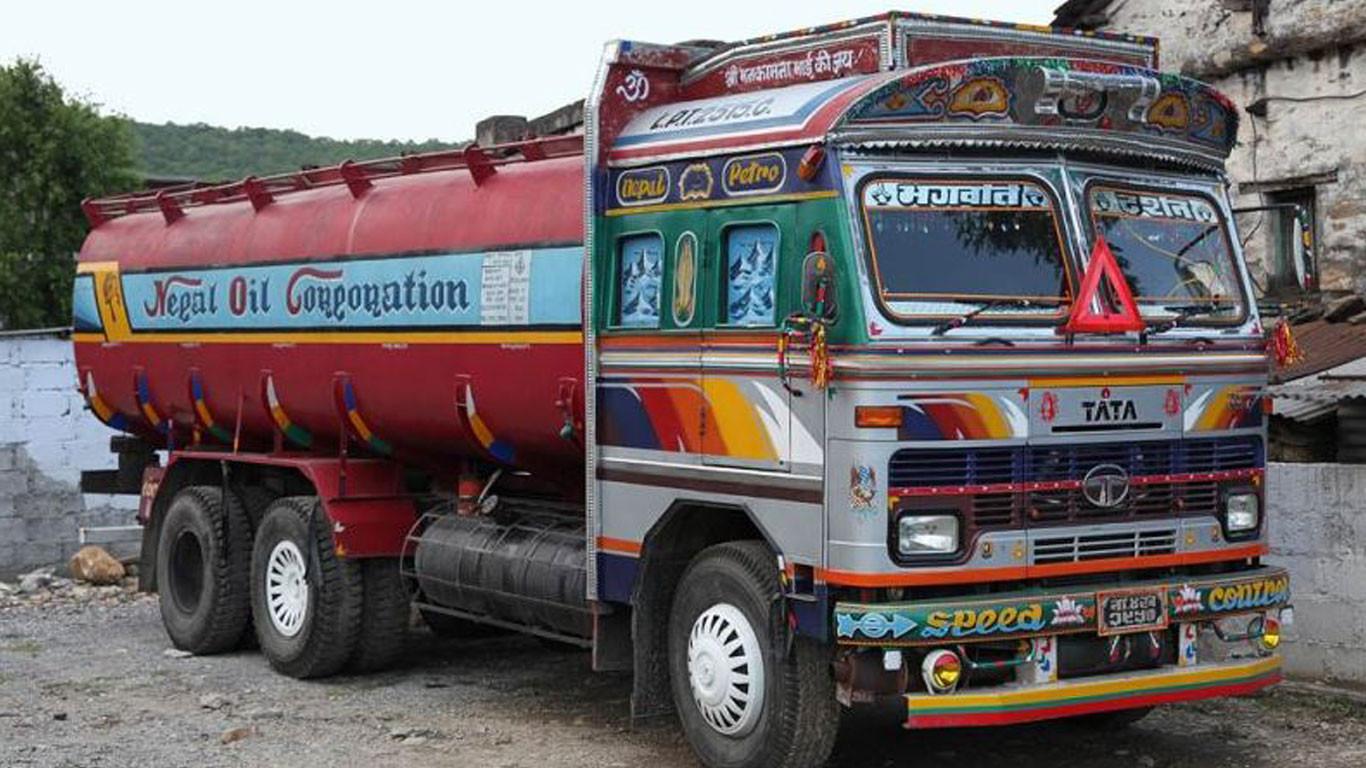भारतीय भन्सारले ट्याङ्कर रोक्यो