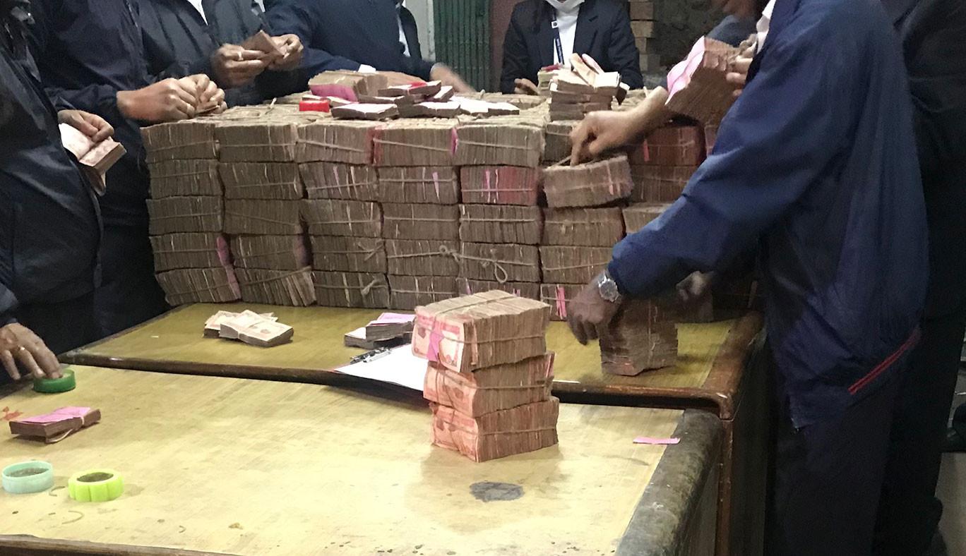 कसरी छापिन्छ नेपाली नोट ?  हरेक वर्ष  जल्छन् खर्बौं नाेट