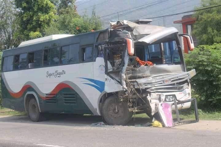 हेटौंडामा बस दुर्घटना, एकको मृत्यु, ३० घाइते