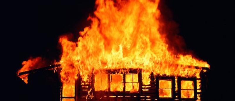 आगलागीबाट दुई घर नष्ट, एक बालिका बेहोस