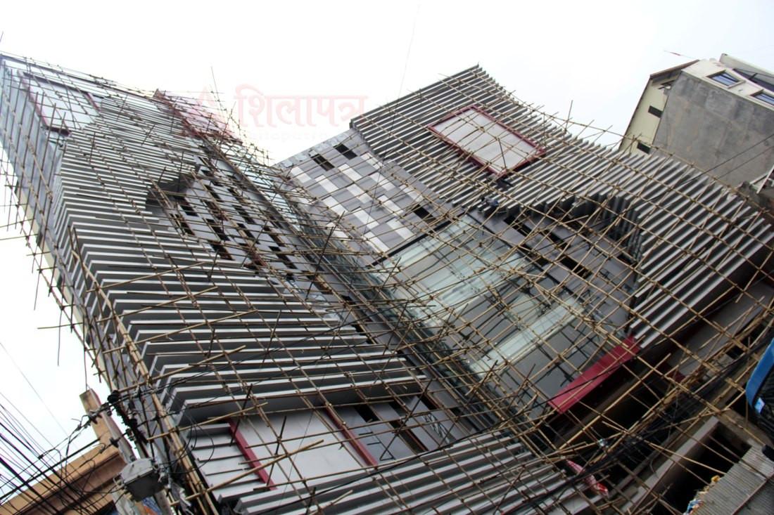 सहरमा निर्माणाधीन भव्य भवन (फोटो फिचर)