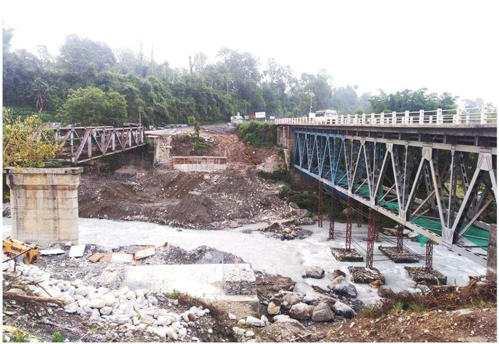 ४ करोडको पुल ११ वर्ष पनि टिकेन, दुर्घटना टार्न बेली ब्रिज बनाइँदै