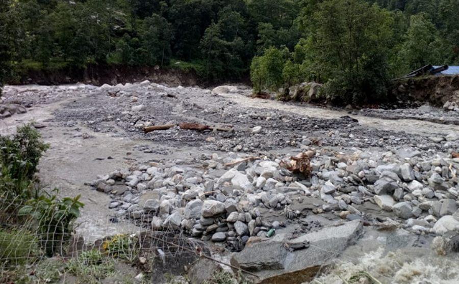भोटेकोसीमा बाढीः चार जलविद्युत् आयोजनामा क्षति, दुई जना बेपत्ता
