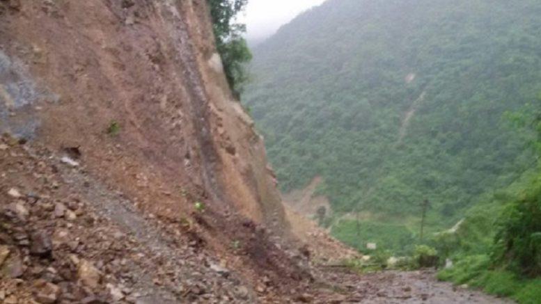 पहिरोले नारायणगढ–मुग्लिन सडक अवरुद्ध