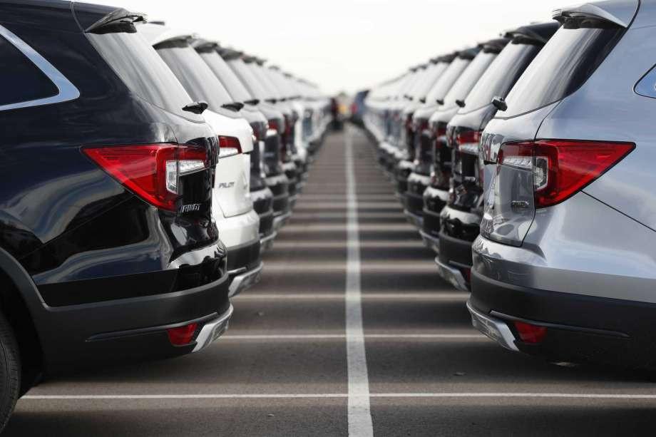 अटो शोमा सहभागी १२ बैंकः गाडी किन्न कसले कति ब्याजमा दिन्छन् ऋण ?