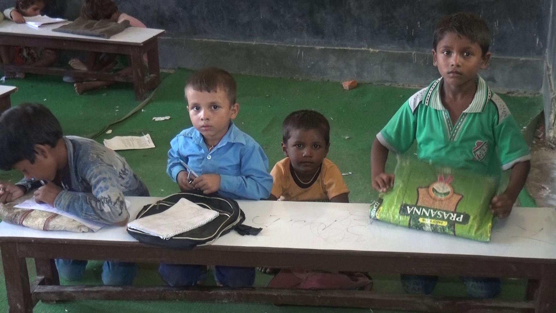 गाउँका स्कुलः विद्यार्थी छन्, शिक्षक छैनन