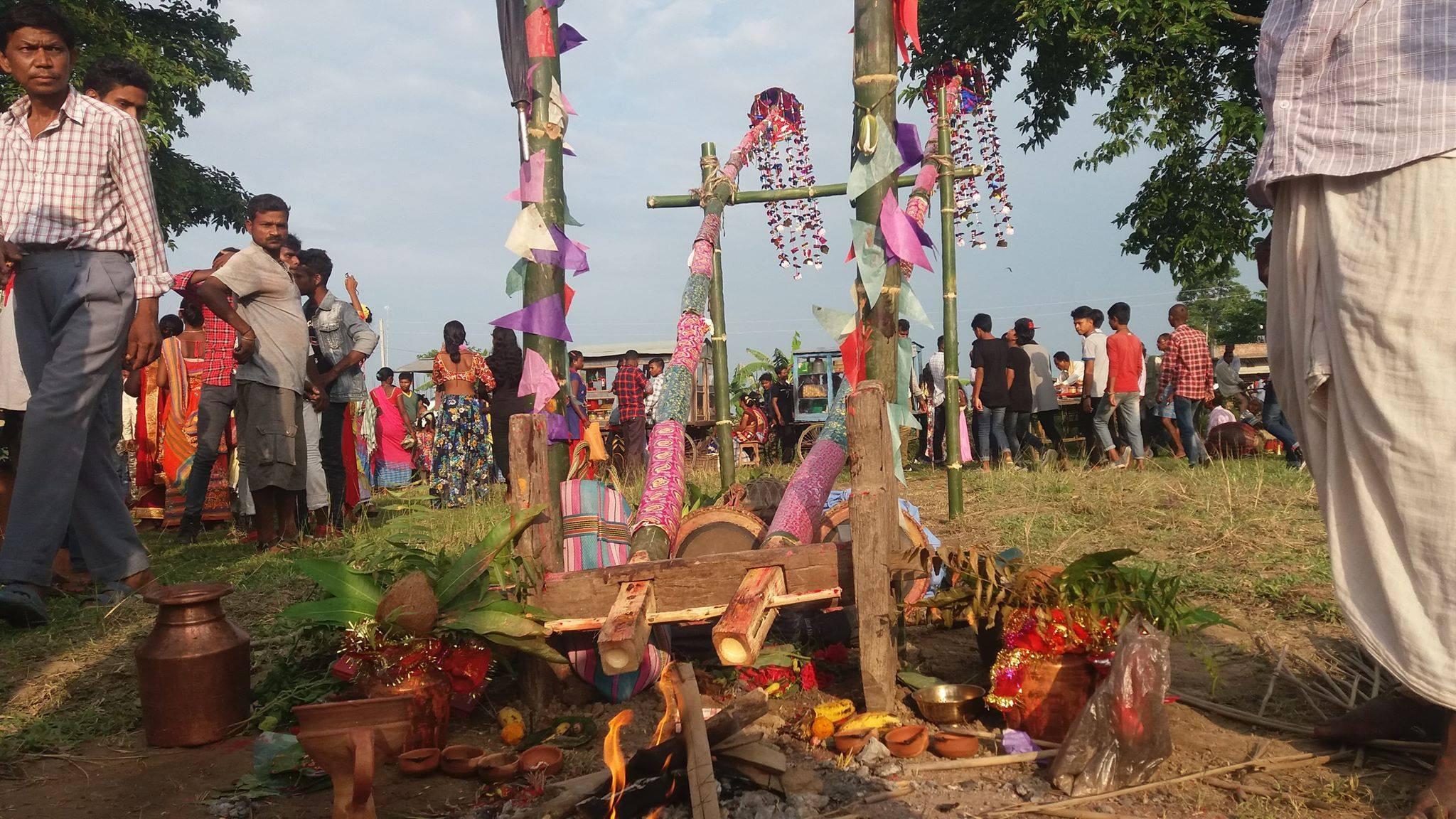 मोरङका सन्थालहरुले मनाए पारम्परिक 'छत्ता पूजा'