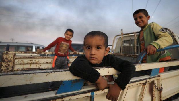 टर्कीको आक्रमणले सिरियामा एक लाखले छोडे घर