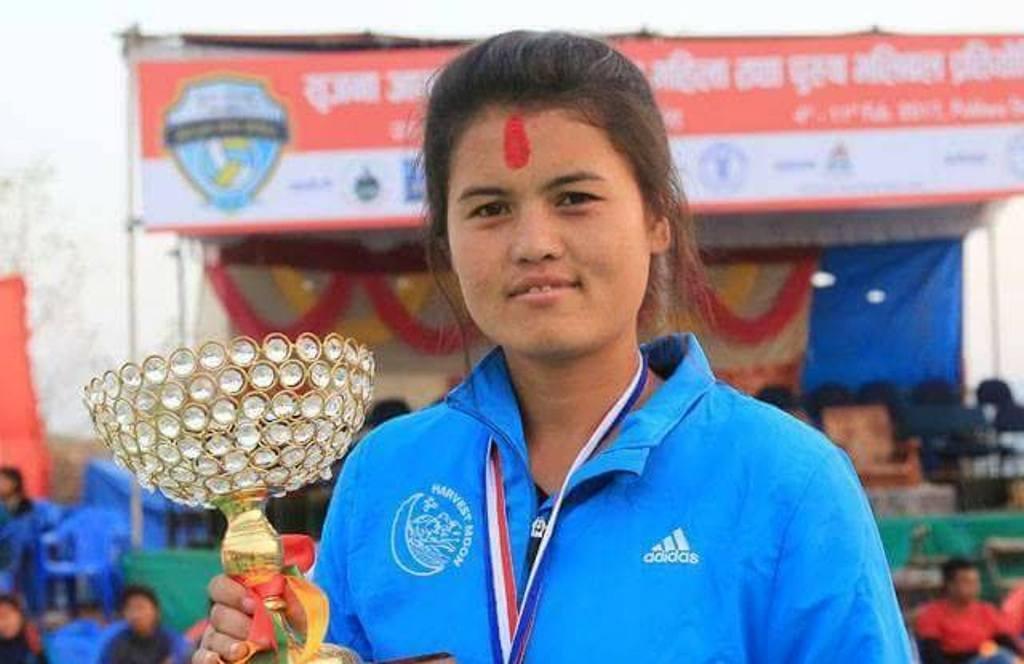 राष्ट्रिय भलिबल टोलीकी कप्तान अरुणा सम्मानित