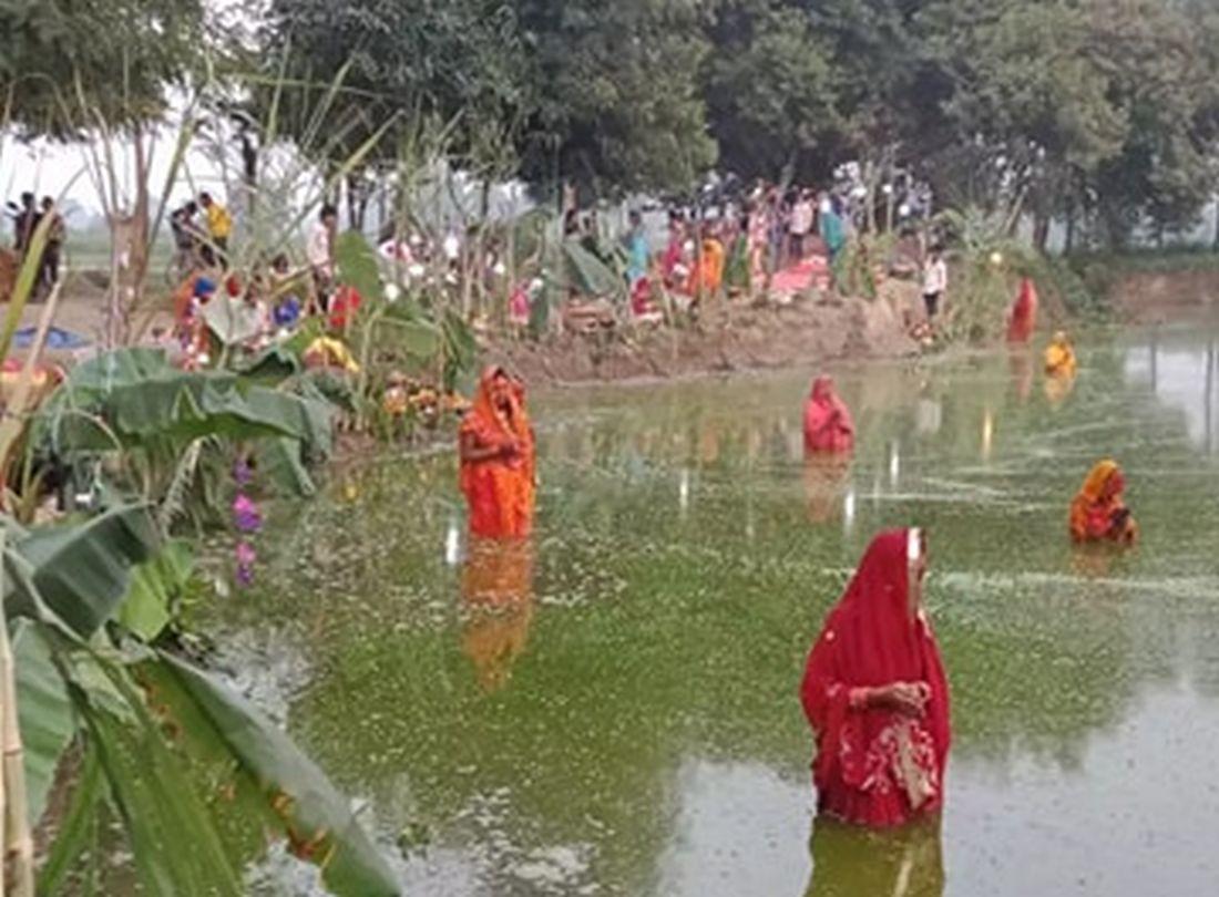 हिन्दु पर्व छठमा मुस्लिमले समेत व्रत लिई चढाए अर्घ