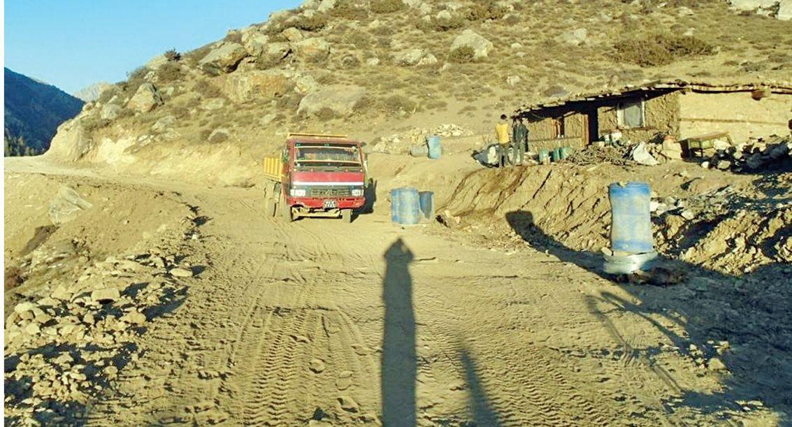 हुम्लामा यातायात : ट्रकमा ९५ किलोमिटर यात्रा गर्दा ३५ सय रुपैयाँ