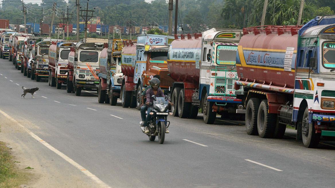 लकडाउनको प्रभाव : पेट्रोलको कारोबार ठप्प, डिजेलको ६६ प्रतिशत घट्यो