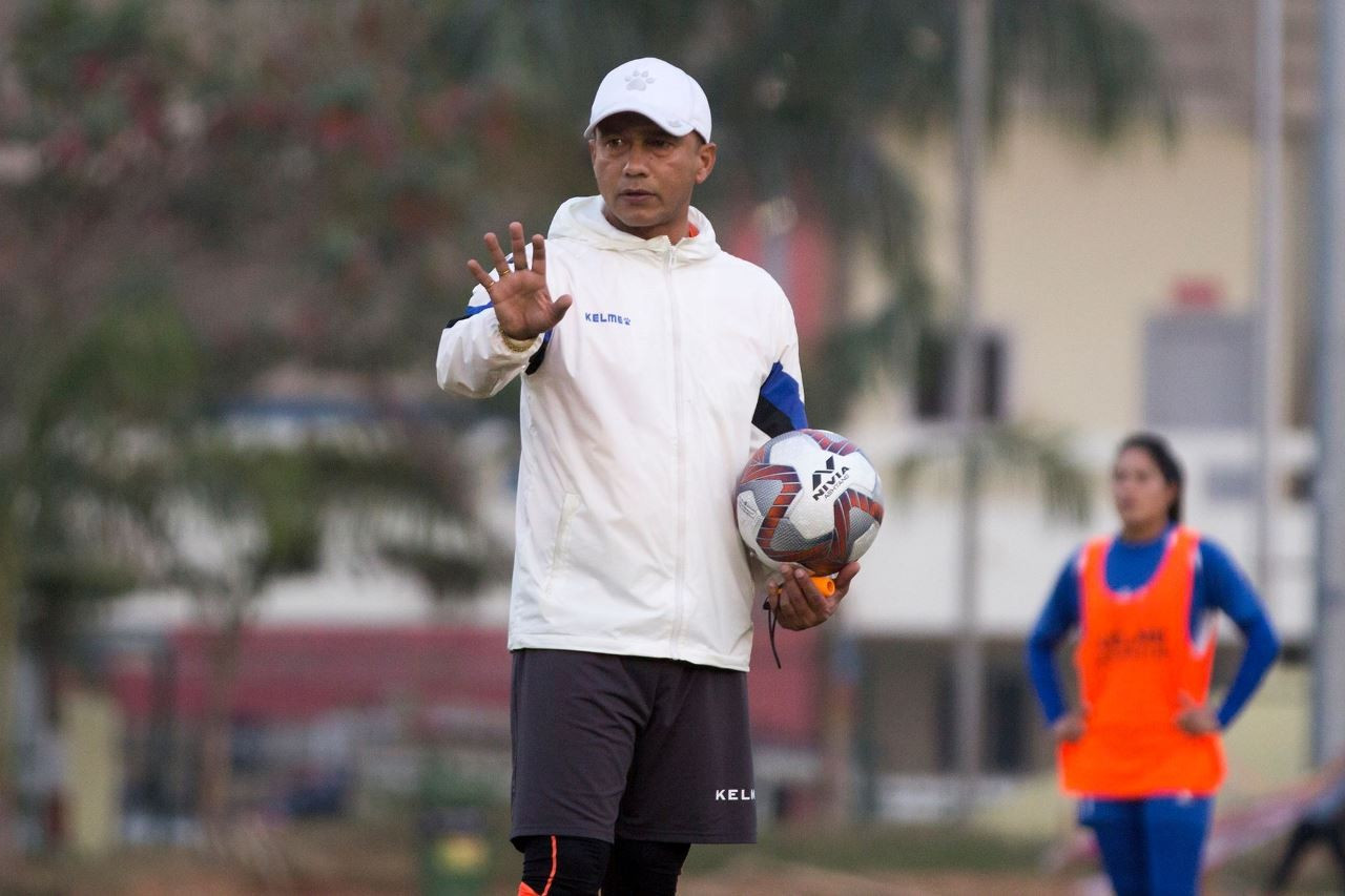 महिला फुटबल टिमका प्रशिक्षक हरि खड्काद्वारा राजीनामाको घोषणा