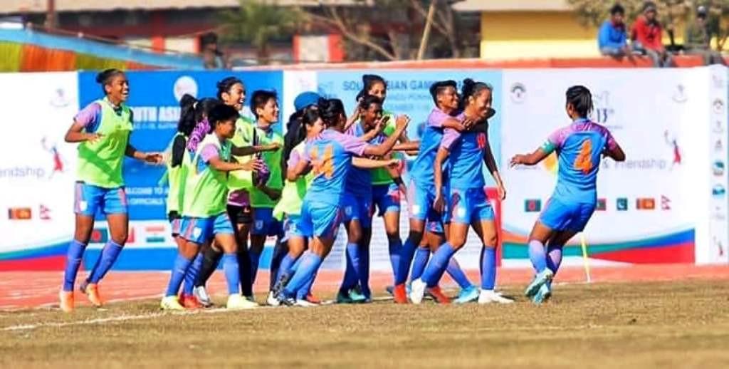 महिला फुटबल : भारतलाई स्वर्ण, नेपाललाई रजत