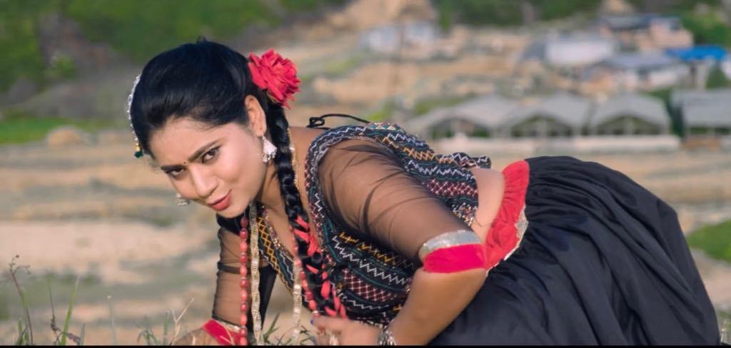गायिकाको डेब्यूमा नायिकाको साथ