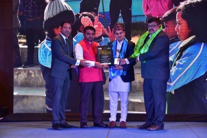 भारतमा एसियन एक्सिलेन्स अवार्डबाट सम्मानित भए नेपालका तेजु नेपाल