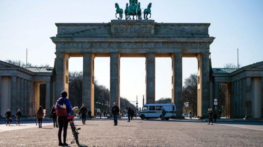 जर्मनीमा २ जनाभन्दा बढी भेला हुन नपाउने, चान्सलर मर्केल क्वारेन्टाइनमा