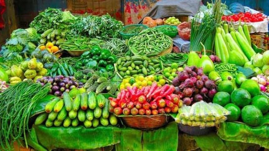 बजारमा तरकारी र फलफूलकाे अभाव, ७० प्रतिशत आयात घट्यो