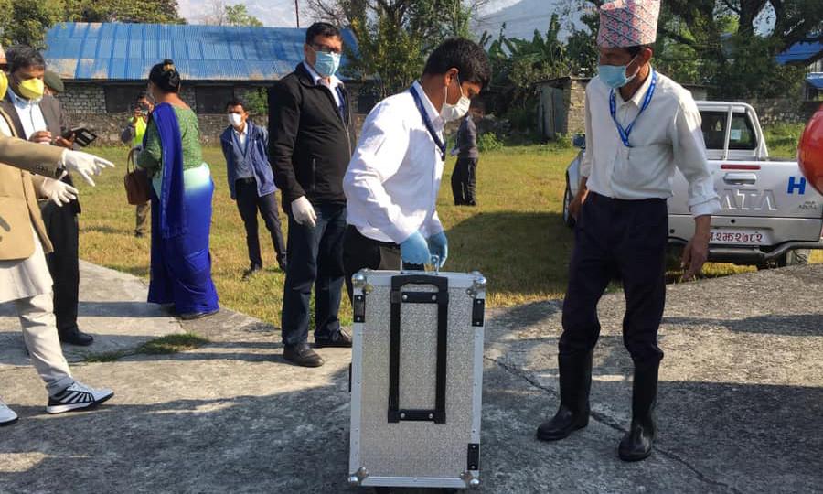 पोखरा आइपुग्यो कोरोनाको परीक्षण गर्ने पीसीआर मेसिन