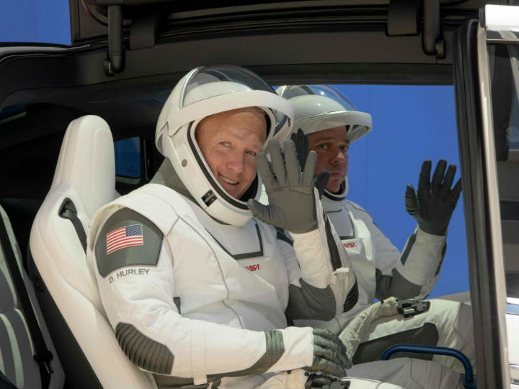 नासाका दुई अन्तरिक्ष यात्रीसहित स्पेसएक्स मिसन लञ्च