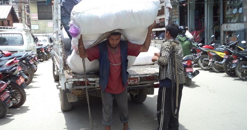 नाम्लोको भरमा बाँचेका २ हजार भरिया भोकै