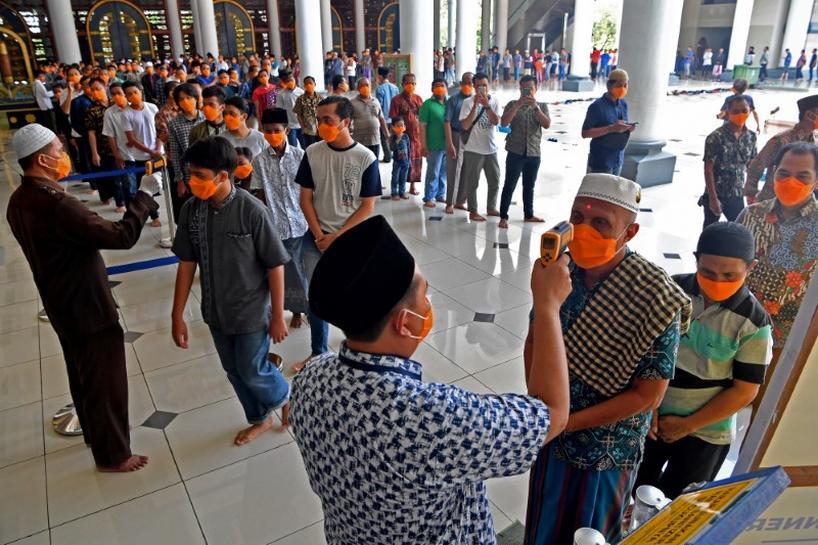 इन्डोनेसियामा ९ हप्तापछि खुले मस्जिद, विश्वभर जनजीवन सहज बन्दै
