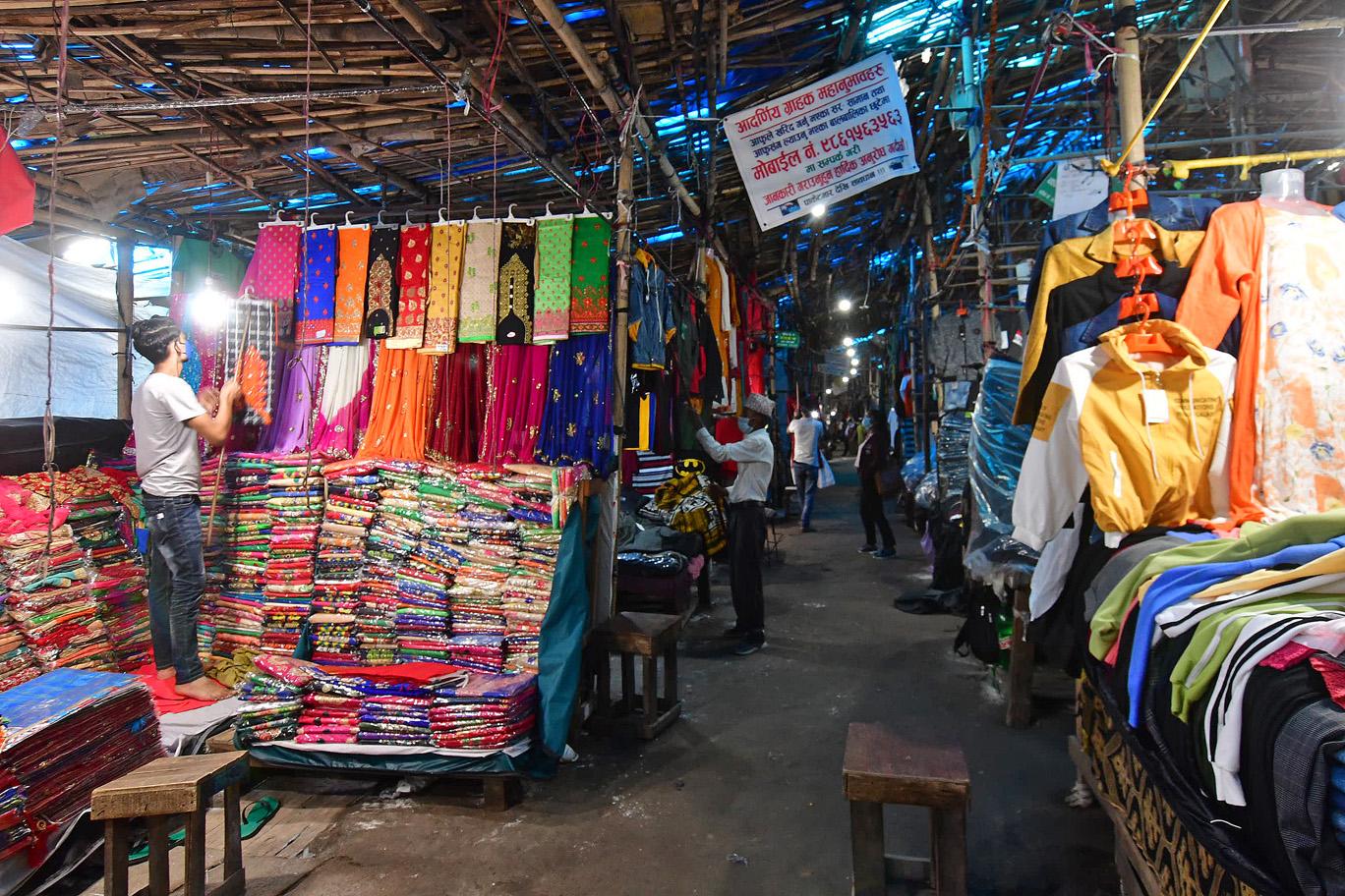 कोरोनाले बदलेको दैनिकी : बजार सुनसान, अनलाइन बुकिङमा भीड
