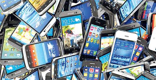 नेपालमा १ महिनामै घटे ९ लाख मोबाइल प्रयोगकर्ता