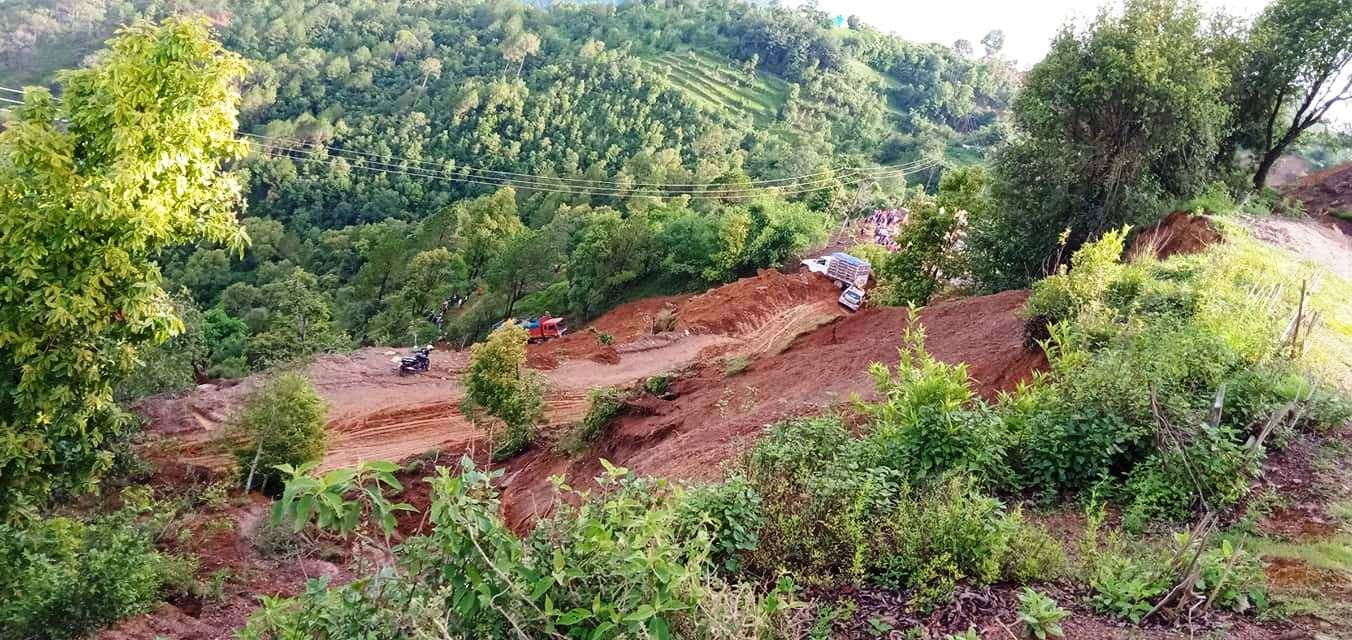 कालिकोट खल्ना गाउँमा पहिरो जाँदा २४ घर विस्थापित